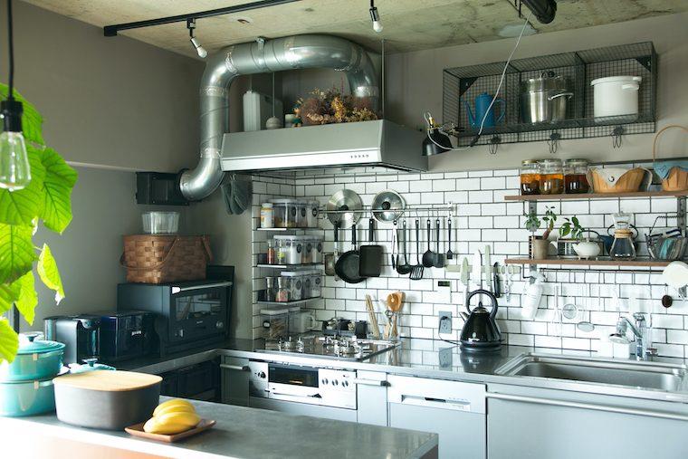 @Living 2019年 隙間を活かす、 片付けやすいキッチンの作り方